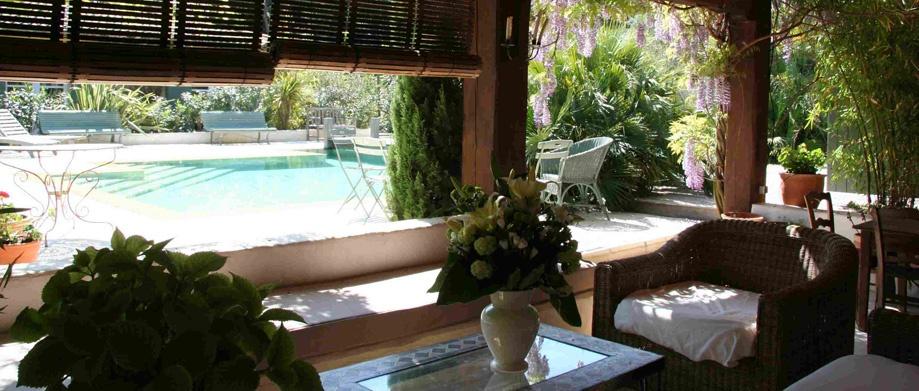 l 39 hacienda villa en location bormes les mimosas 700 m2 9 chambres piscine. Black Bedroom Furniture Sets. Home Design Ideas